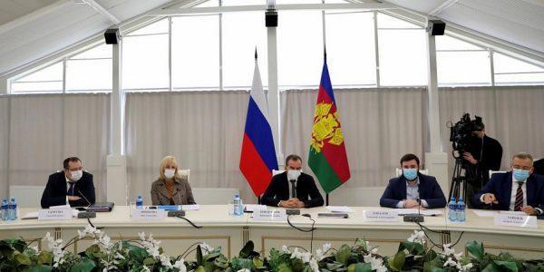 Кондратьев поручил создать краевой фонд поддержки социально-ориентированных НКО