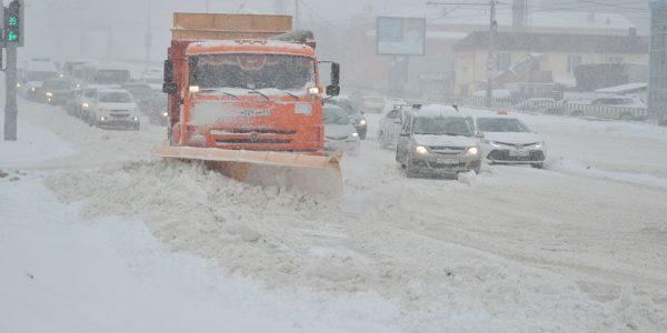 В Краснодаре из-за снегопада закроют проезд для большегрузов