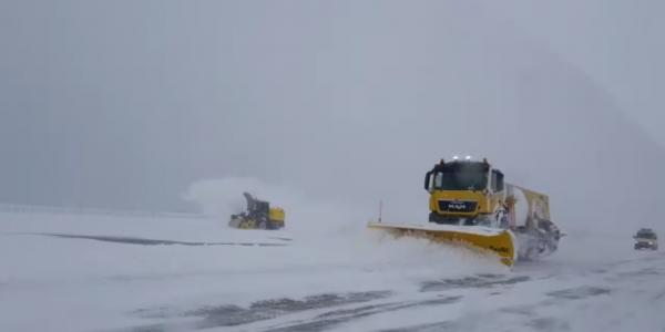 В аэропорту Краснодара продлили ограничения из-за снегопада, отменено 11 рейсов
