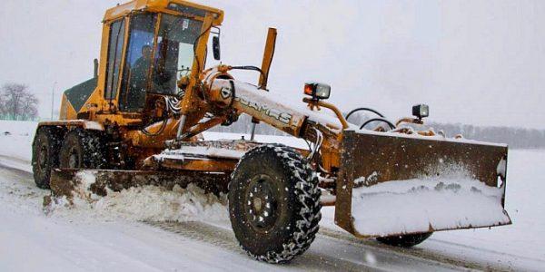 На Кубани региональные трассы от снега расчищают почти 450 единиц техники