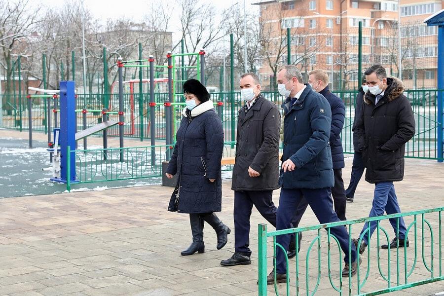 Кондратьев осмотрел реконструированный по нацпроекту парк в Славянске-на-Кубани
