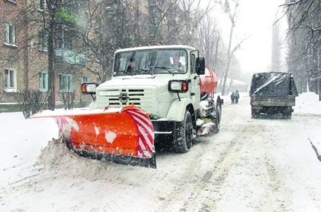 В Краснодаре увеличили количество спецтехники для уборки снега