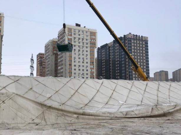 В Краснодаре полностью очистили от снега упавший купол спорткомплекса