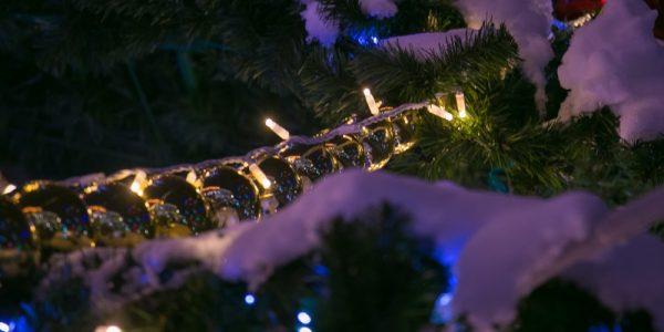 В Краснодаре начали демонтировать новогодние елки