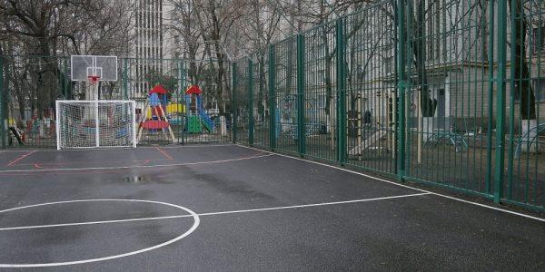 В Краснодаре на месте старой спортплощадки открыли мини-комплекс для баскетбола