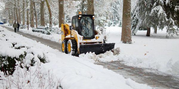 На Кубани экстренные службы продолжают устранять последствия снегопада