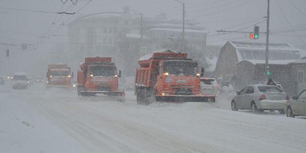 В Краснодаре число спецтехники по расчистке дорог от снега увеличили до 117