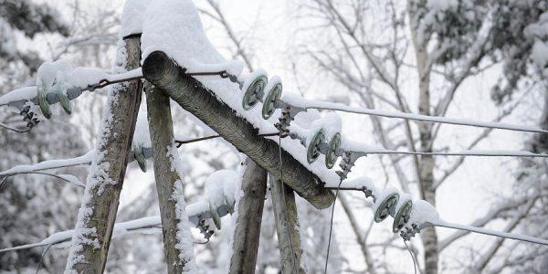 В Анапе из-за снегопада произошла авария на высоковольтной линии