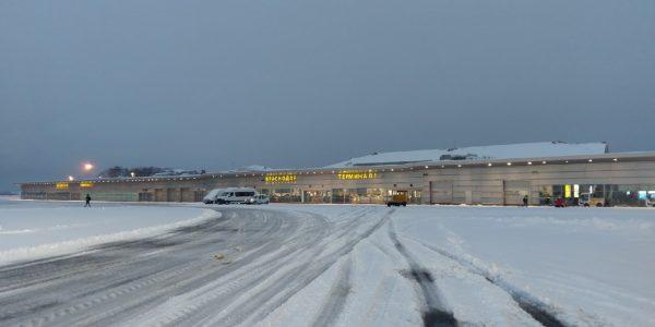 Аэропорт Краснодара возобновил работу, прерванную снегопадом