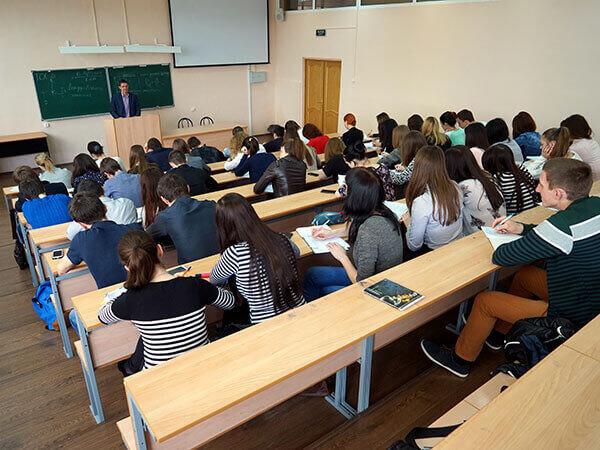 В Госдуме предложили разрешить студентам учиться на «бюджете» до 35 лет