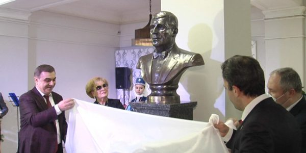 В Краснодаре открыли бюст советскому композитору Арно Бабаджаняну