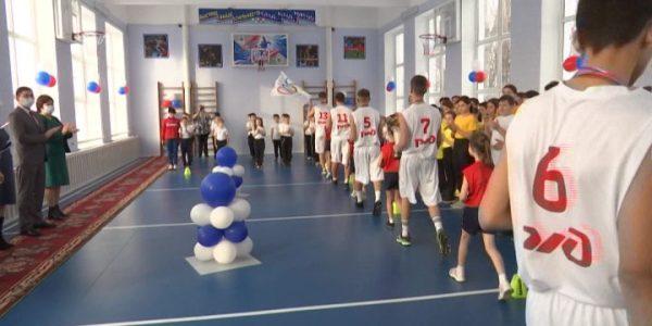 В станице Старощербиновской после капремонта открыли школьный спортивный зал