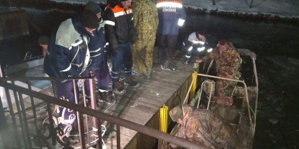 На Кубани спасатели помогли двум рыбакам выбраться из Гнилого лимана