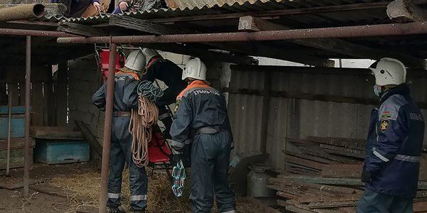 На Кубани у пенсионера на крыше закружилась голова, его спустили спасатели