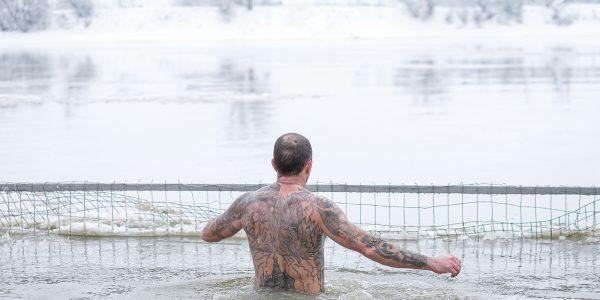 Краснодарцы окунулись в Кубани в праздник Крещения Господня. Фоторепортаж