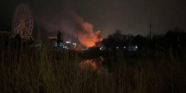 В Анапе произошел крупный пожар в парке развлечений «Джунгли»
