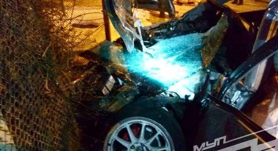 В Краснодаре иномарка ночью врезалась в трамвай и отлетела в забор частного дома