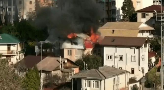 В Сочи сгорела мансарда в двухэтажном частном доме