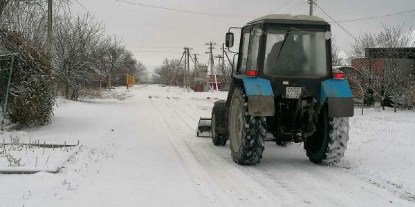 На Кубани региональные трассы очищают 702 снегоуборочные машины