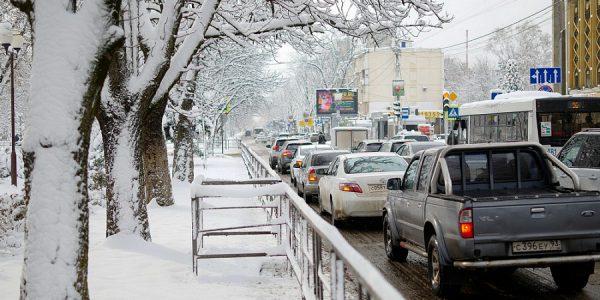 На дорогах Кубани за сутки израсходовали 5,5 тыс. т противогололедных материалов