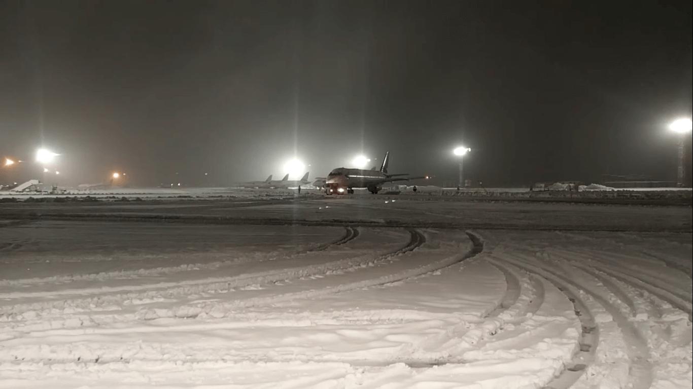 В аэропорту Краснодара продлили ограничение на прием авиарейсов