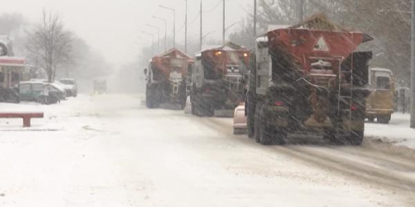 Снегопад стал причиной заторов на дорогах Краснодарского края