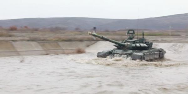 Под Новороссийском прошли боевые стрельбы взводов танкового батальона
