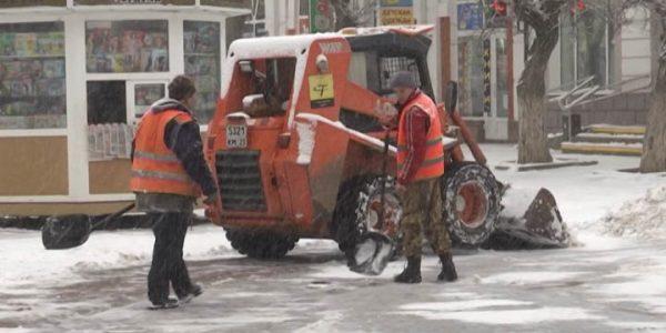 Кондратьев поблагодарил работников ЖКХ края за ликвидацию последствий снегопада
