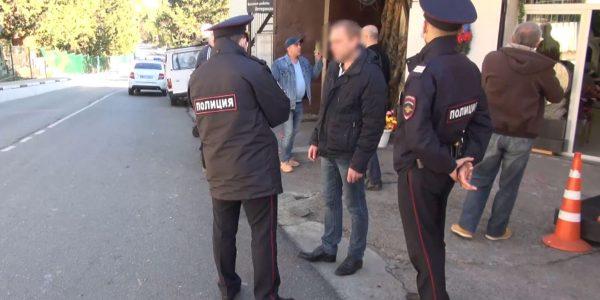 В Сочи полиция задержала мужчину, который ранил ножом собаку на улице