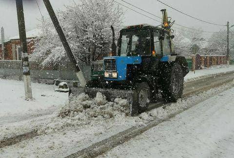Кондратьев поручил усилить работу по расчистке дорог от снега