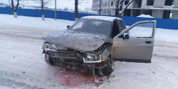 В Абинске парень на ВАЗ протаранил Mercedes, пострадали три человека