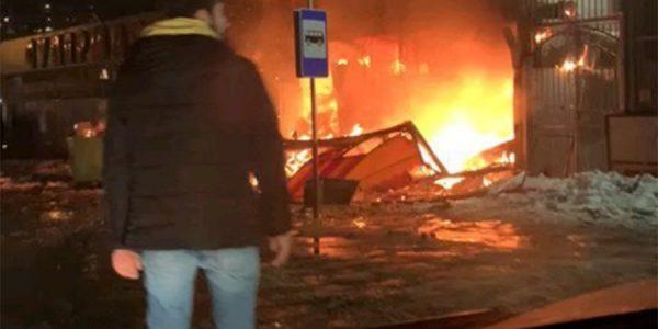 В Краснодаре произошел пожар на территории цветочного рынка