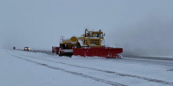 В аэропорту Краснодара из-за снегопада закрыли аэродром, задержано 13 рейсов