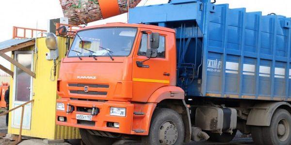 ФАС: тарифы на вывоз мусора не могут поднять в этом году