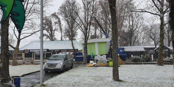 В Краснодаре в парке «Солнечный остров» сносят 89 незаконных ларьков