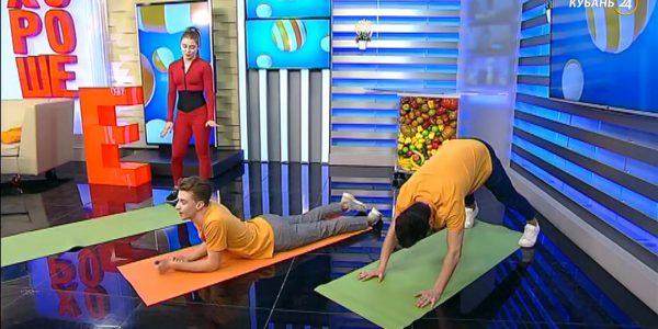 Ульяна Бабенко: при разминке ног лучше придерживать колени руками