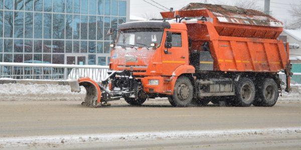 В Краснодаре за день расчистили и обработали более 260 участков дорог