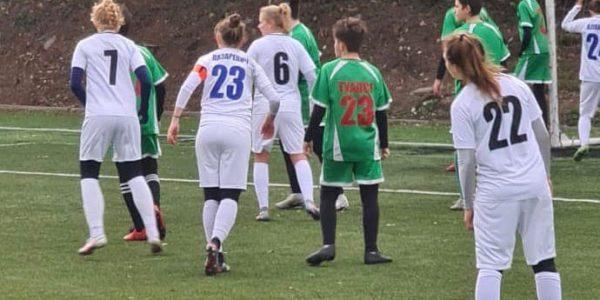 Девушки из ЖФК «Рязань-ВДВ» разгромили юных футболистов из Туапсе