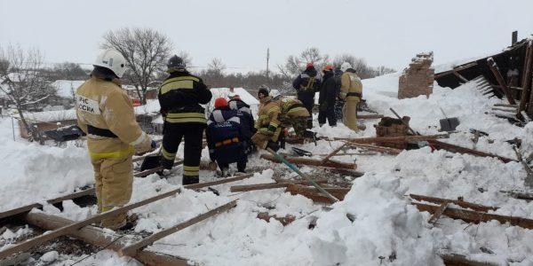 На Кубани из-за снега частично обрушилась крыша многоквартирного жилого дома