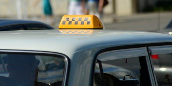 Пассажирка на хайпе и таксист с ДЦП: когда права у человека — это права человека
