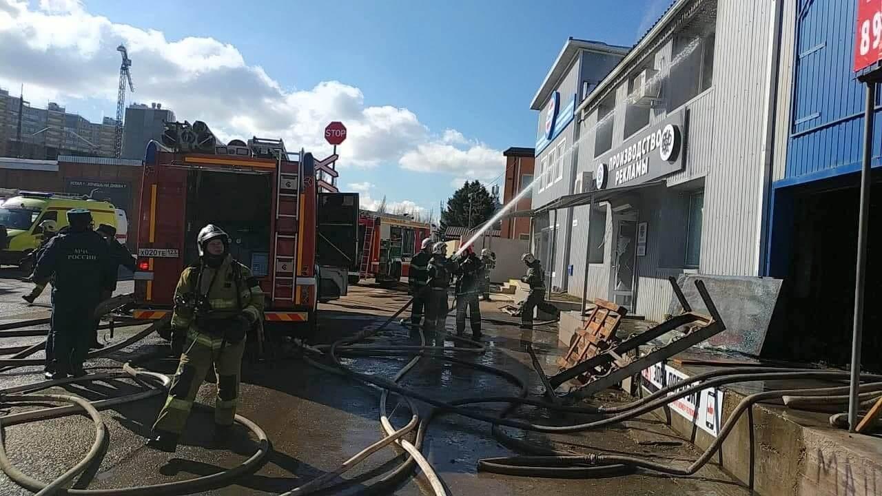 В Краснодаре загорелся склад на улице Вишняковой