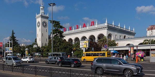 В Сочи на вокзале мужчина сломал челюсть парню своей бывшей девушки