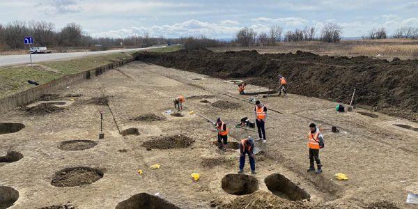 На Кубани во время реконструкции дороги археологи нашли древнюю ритуальную чашу