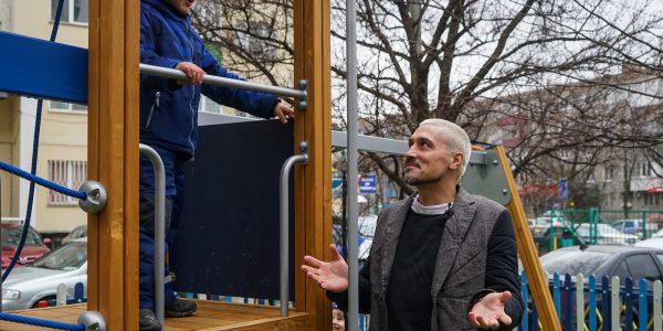 Дима Билан открыл в Краснодаре площадку из переработанного пластика. Фото