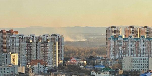 В Краснодаре в парке «Солнечный остров» загорелся мусор
