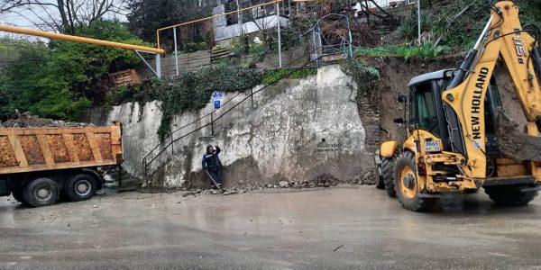 В Туапсе обрушилась подпорная стена