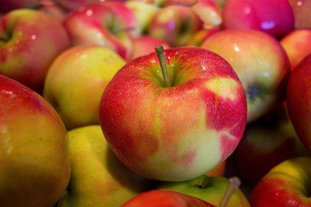В порту Туапсе задержали 63 тонны зараженных мухой-горбаткой турецких яблок