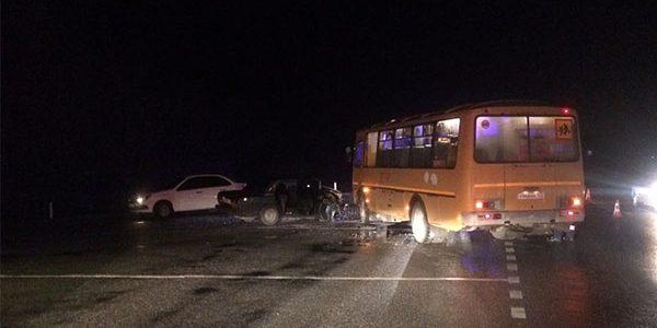 На Кубани после ДТП со школьным автобусом выявили нарушения при перевозке детей
