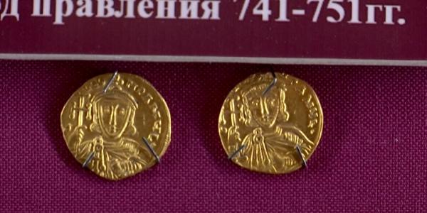 В Краснодаре впервые выставили коллекцию монет Византии из драгоценных металлов