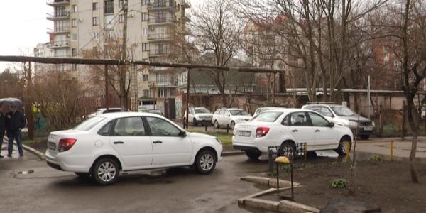 Городская поликлиника № 19 Краснодара получила два новых служебных автомобиля